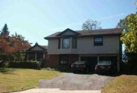 2 BREEZE HILL CT Ridge, NY 11961