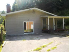 402 MARTIN BRANCH RD Mousie, KY 41839