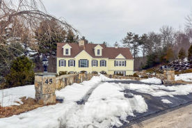 45 Fox Hill Cir Marshfield, MA 02050