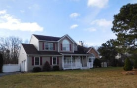 10 Bittersweet Ln Center Moriches, NY 11934