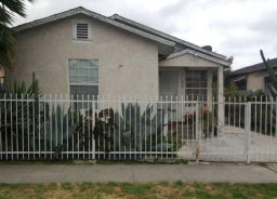 850 852 E 79th St Los Angeles, CA 90001