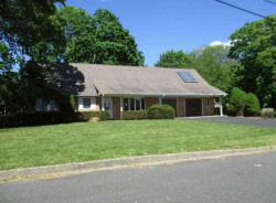 3 Grace Ct Center Moriches, NY 11934