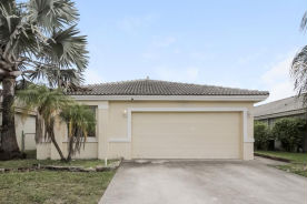 9841 Red Heart Ln Tamarac, FL 33321
